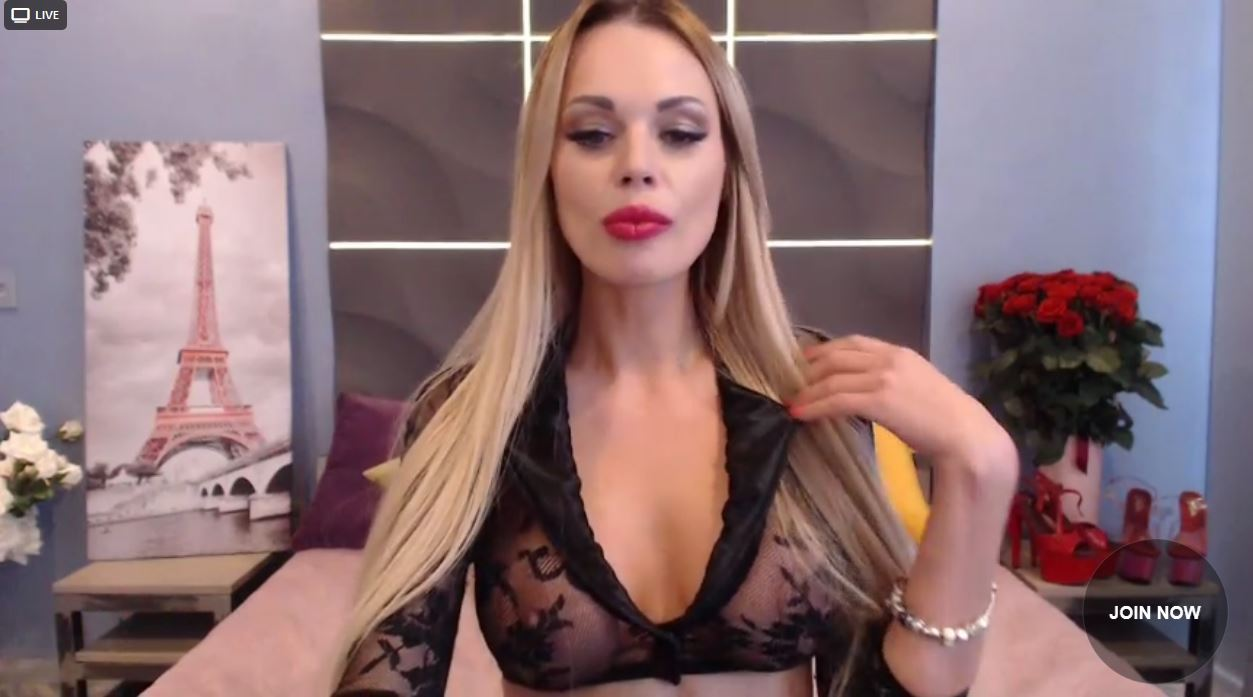 WebCam Girl LatikaBaby streaming live in HD on LivePrivates.com